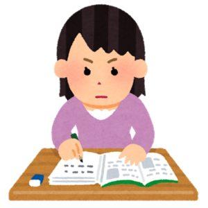 勉強する女子